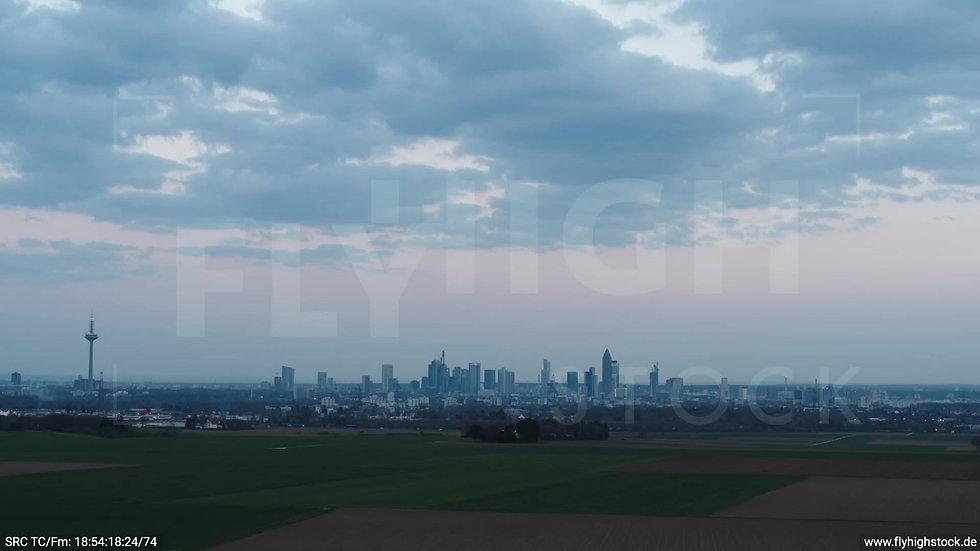 Frankfurt Skyline Zuflug abends 5