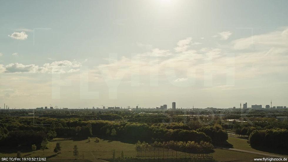 München Riemer Park Skyline tiefer Rückflug tagsüber 2