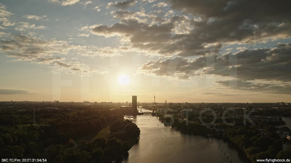 Berlin Treptower Park Skyline Zuflug abends 2