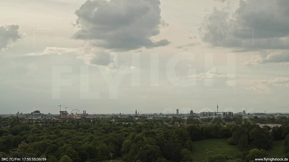 München Ostpark Skyline Zuflug tagsüber