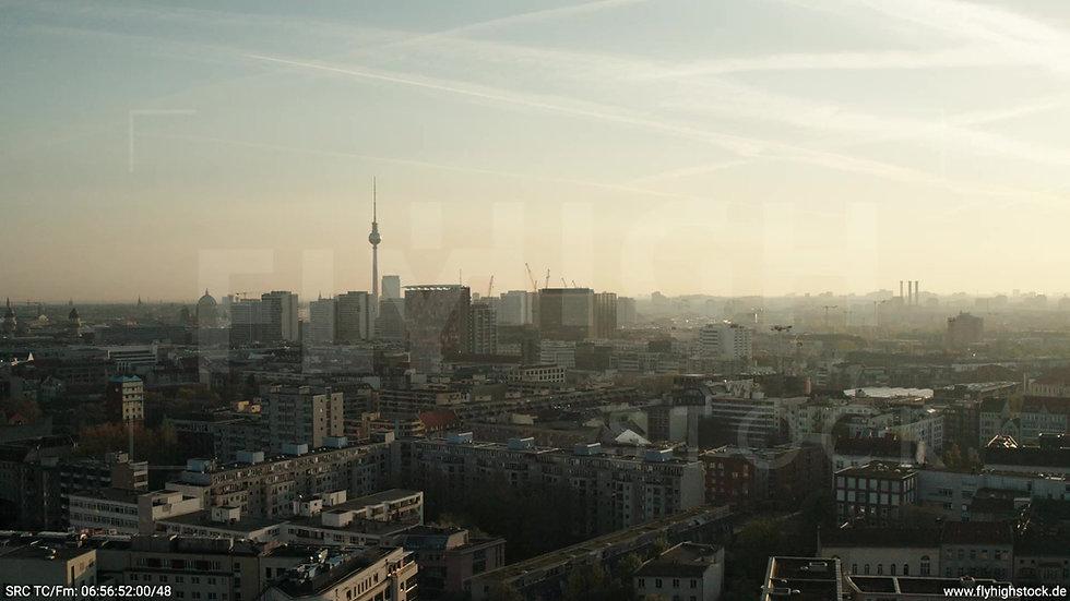 Berlin Hallesches Ufer Skyline Zuflug morgens