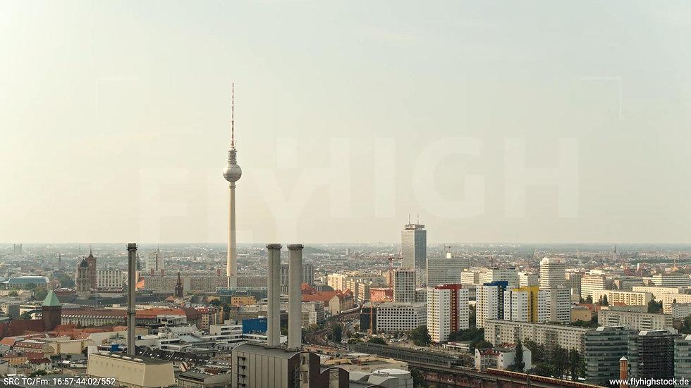 Berlin Köpenicker Str. Heizkraftwerk Hub tagsüber D001_C037