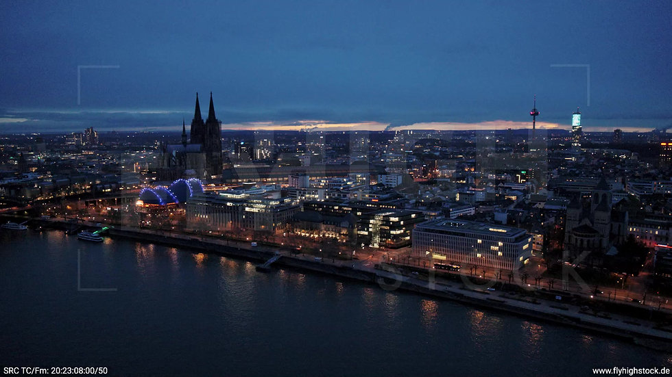 Köln Westufer Skyline Zuflug abends 7