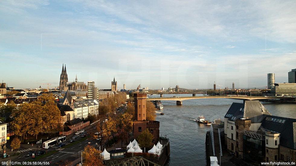 Köln Rheinauhafen Skyline Zuflug nach oben morgens C026_C002