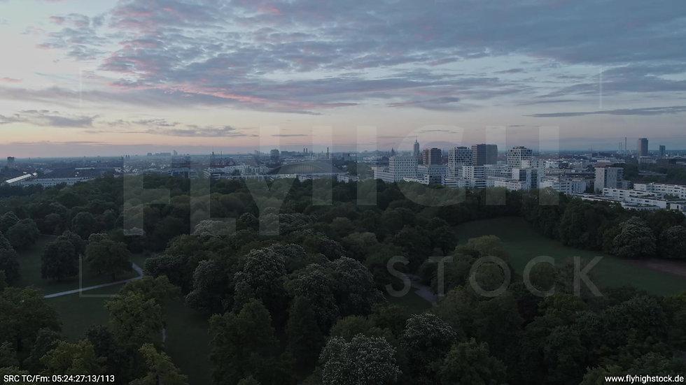München Hirschgarten Skyline Parallelflug morgens 2