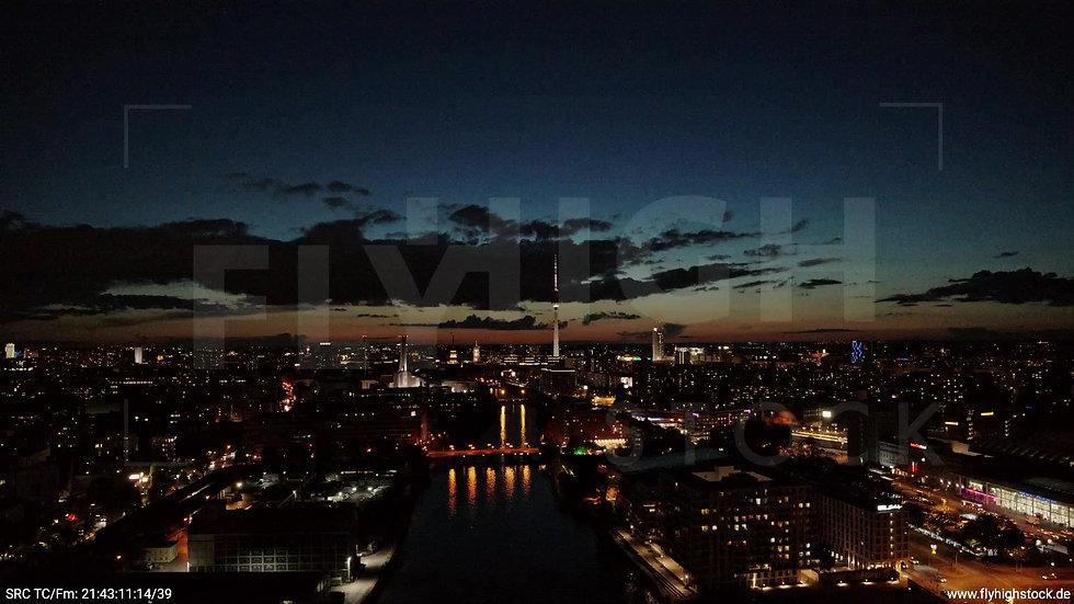 Berlin East Side Gallery Skyline Rückflug abends 8