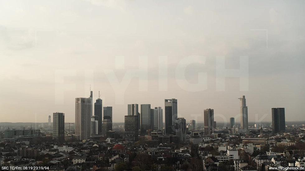 Frankfurt Grüneburgpark Zuflug Skyline morgens 14
