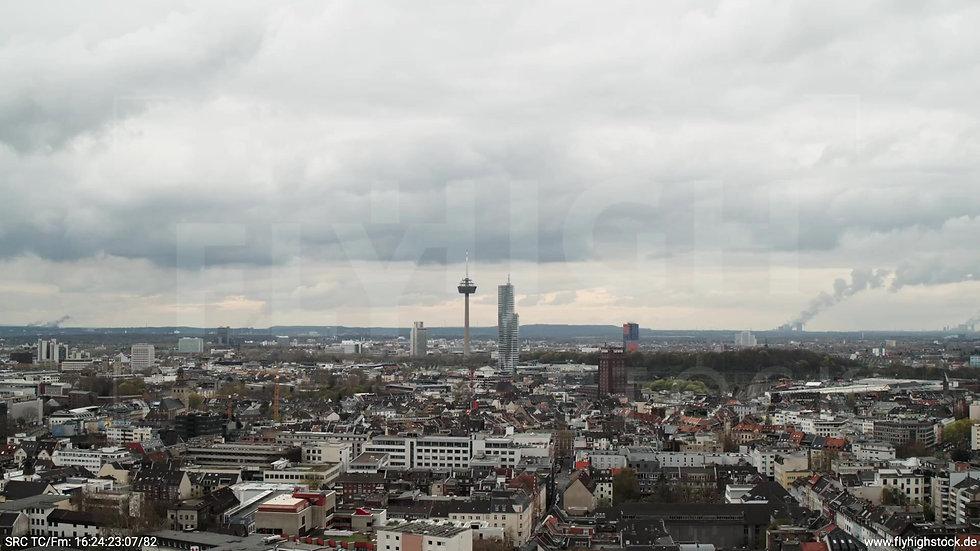 Köln Westufer Skyline Parallelflug tagsüber 9