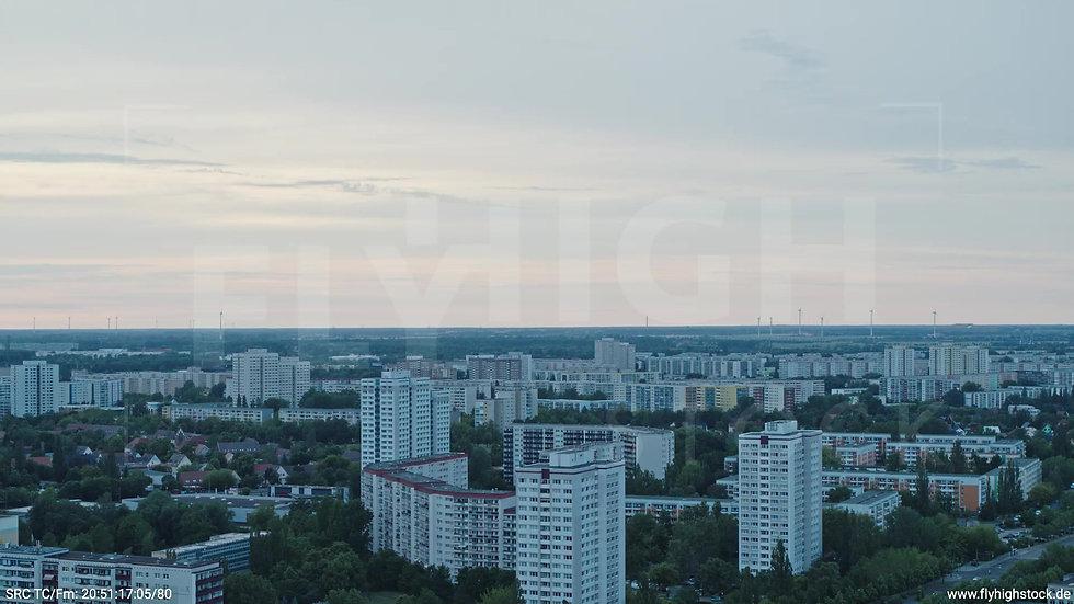 Berlin Marzahn Stadtteil-Shot Zuflug nach unten abends 3