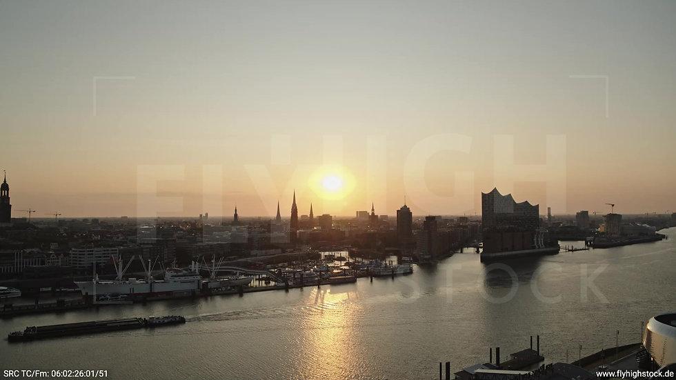 Hamburg Hafen Skyline Zuflug morgens 5