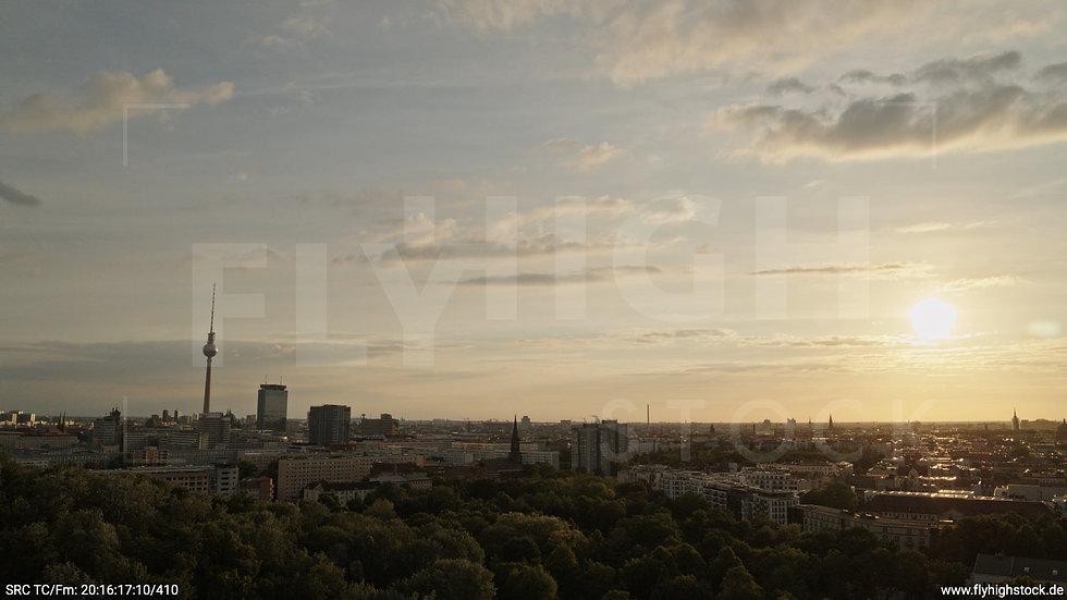 Berlin Volkspark Friedrichshain Alexanderplatz Skyline Hub abends 2
