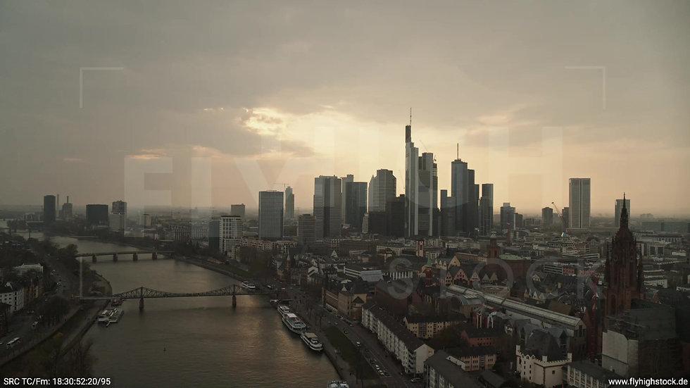 Frankfurt Alte Brücke Rückflug Skyline abends