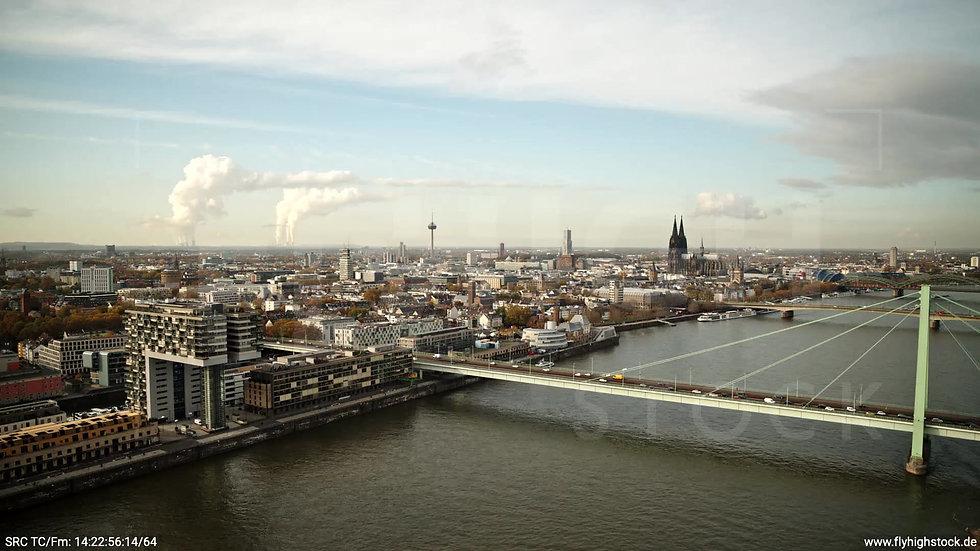 Köln Poller Wiesen Dom Skyline Rückflug tagsüber C029_C002