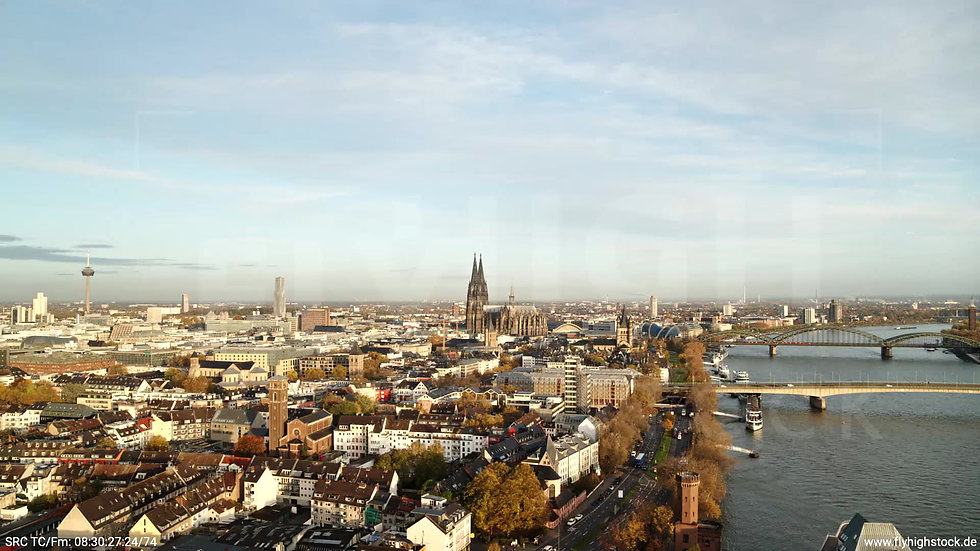 Köln Rheinauhafen Skyline Zuflug nach unten morgens C026_C006