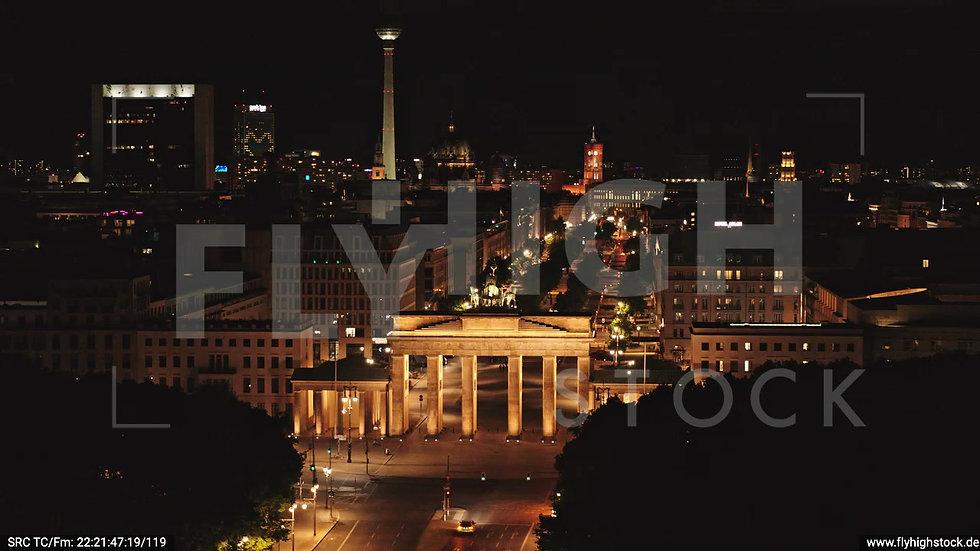 Berlin Tiergarten Brandenburger Tor Rückflug nachts D044_C003