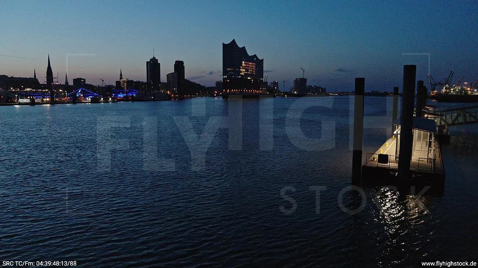 Hamburg Hafen Elbphilharmonie Zuflug nach oben morgens