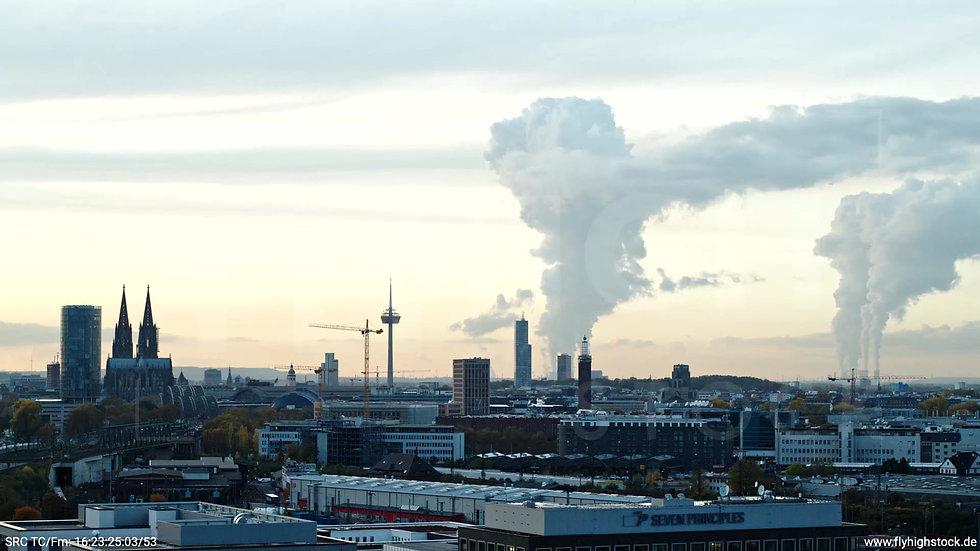 Köln Bürgerpark Dom Skyline tiefer Parallelflug abends C030_C012
