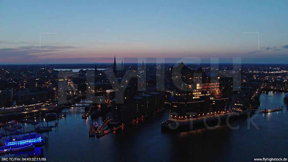 Hamburg Hafen Skyline Parallelflug morgens 3