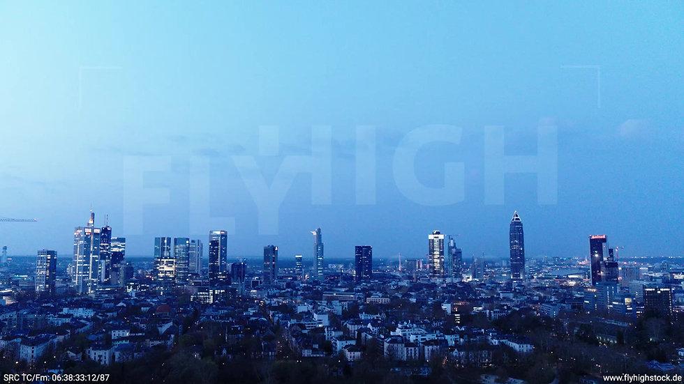 Frankfurt Grüneburgpark Zuflug Skyline morgens 2