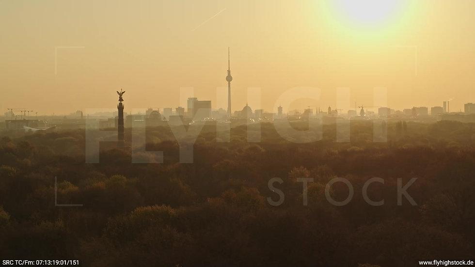 Berlin Tiergarten Skyline Parallelflug morgens 10