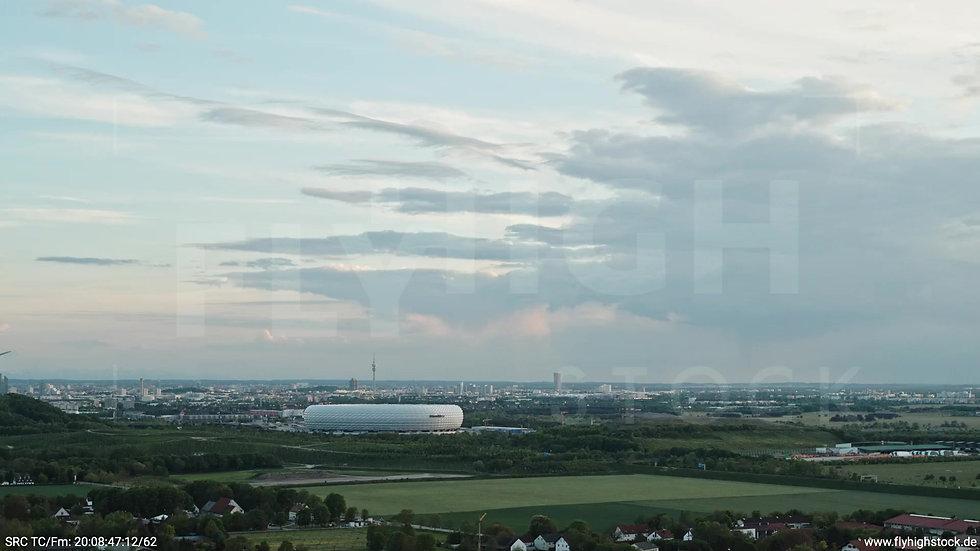 München Allianz Arena Skyline Zuflug tagsüber 8
