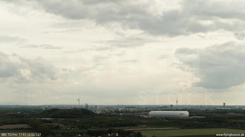 München Allianz Arena Skyline Zuflug tagsüber