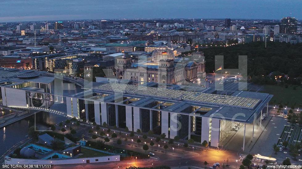 Berlin Spreebogenpark Reichstagsgebäude Zuflug nach unten morgens D036_C007