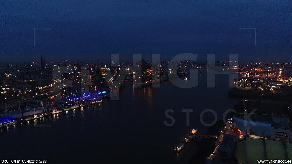 Hamburg Hafen Zuflug Elbphilharmonie morgens