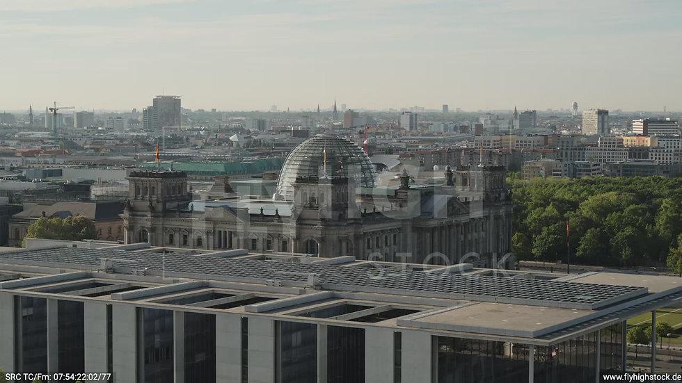 Berlin Spreebogenpark Reichstag tiefer Zuflug tagsüber D031_C012