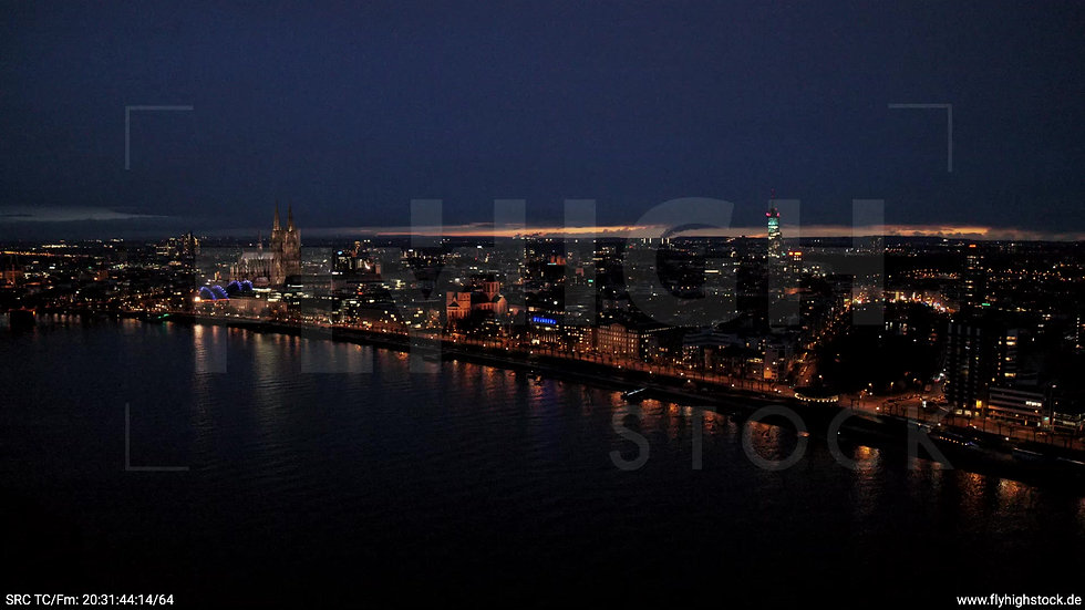Köln Westufer Skyline Parallelflug abends 6
