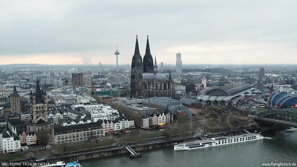 Köln Kennedy-Ufer Skyline Zuflug tagsüber 9