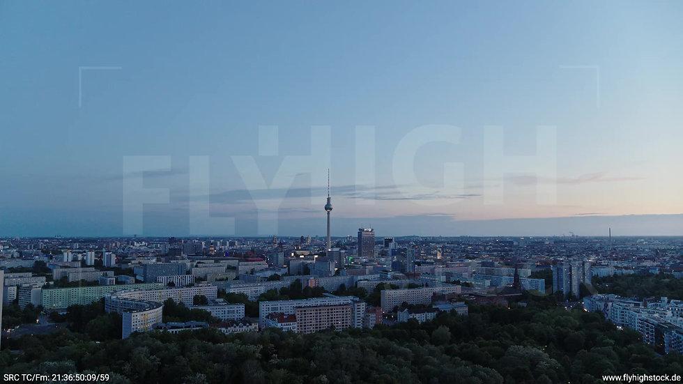 Berlin Volkspark Friedrichshain Alexanderplatz Skyline Zuflug n. u. abends 4