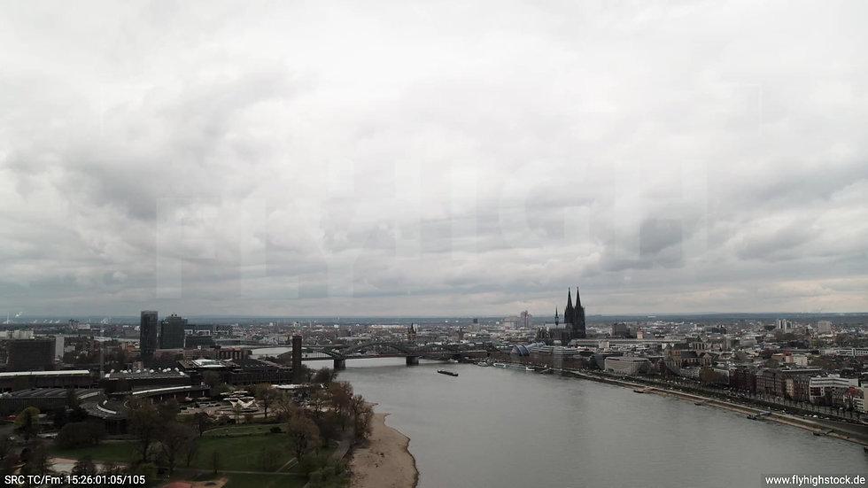 Köln Westufer Skyline Zuflug tagsüber 2