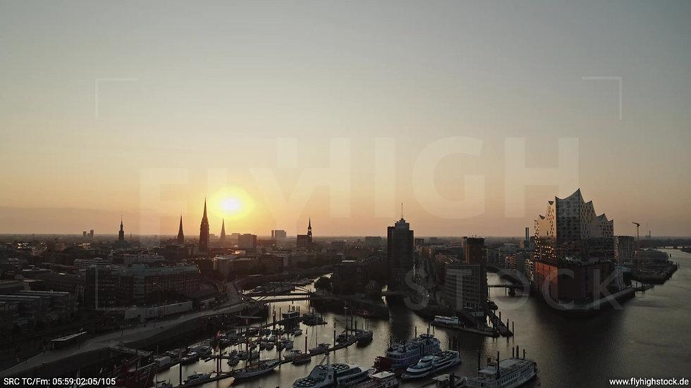 Hamburg Hafen Skyline Parallelflug morgens 2
