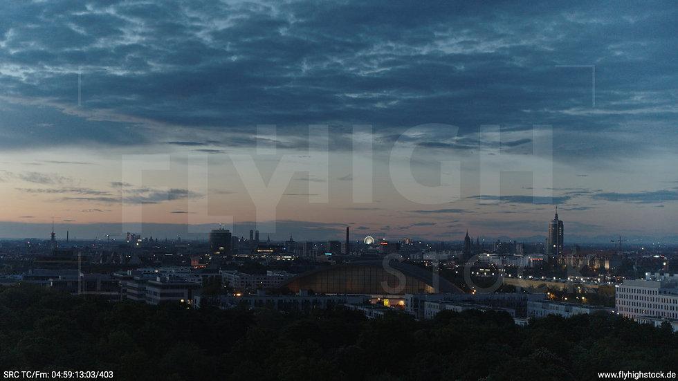 München Hirschgarten Riesenrad Skyline Hub morgens 2