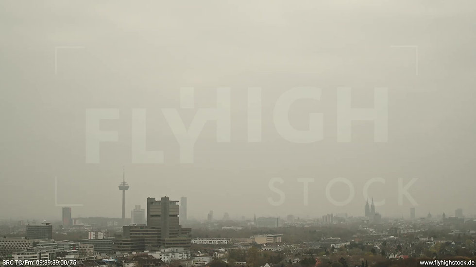 Köln Stadtwald DKV Skyline Parallelflug tagsüber 3
