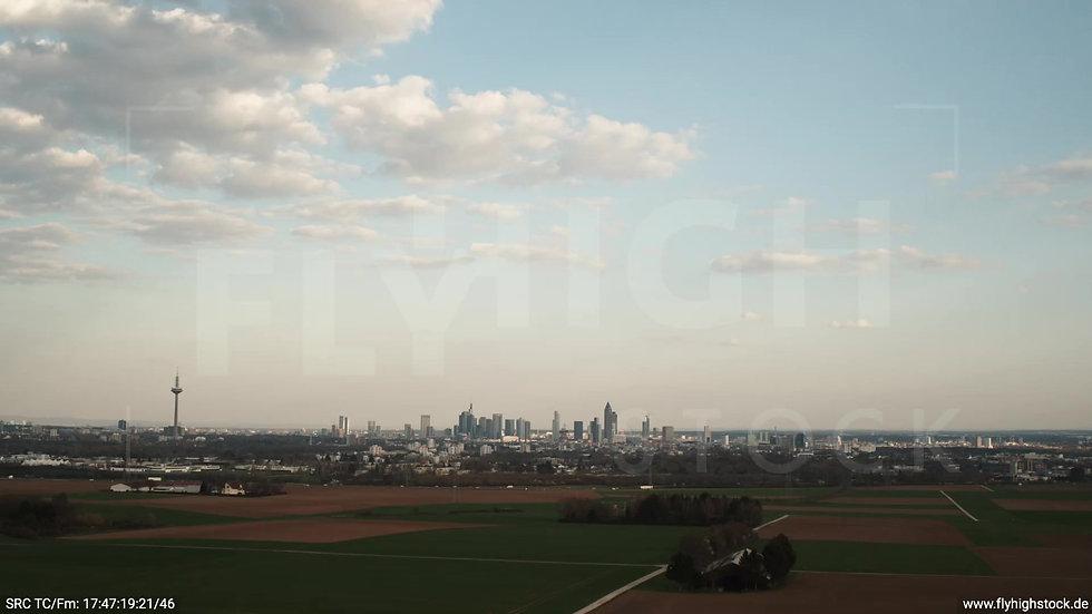 Frankfurt Skyline Hub tagsüber 2