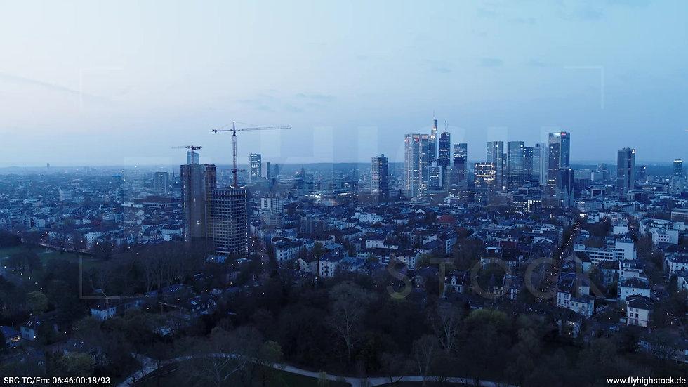 Frankfurt Grüneburgpark Zuflug Skyline morgens 5