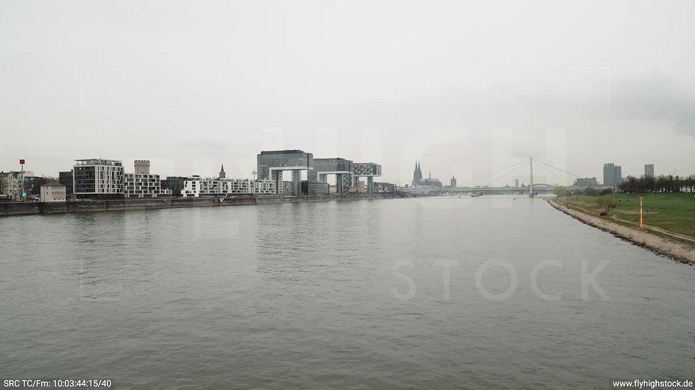 Köln Poller Wiesen Skyline Zuflug nach oben tagsüber