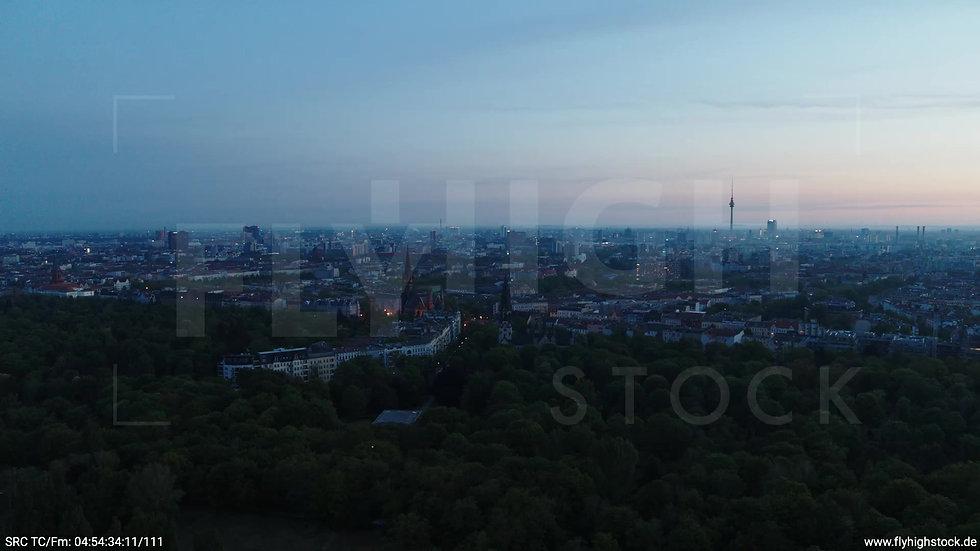 Berlin Hasenheide Skyline Parallelflug morgens 2