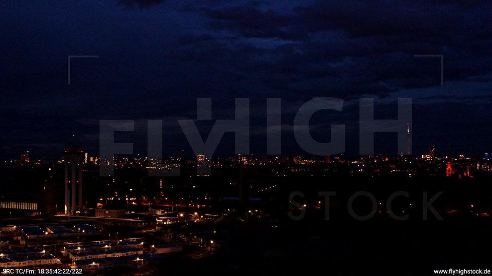 Berlin Flughafen Tempelhof Skyline Zuflug abends D009_C004