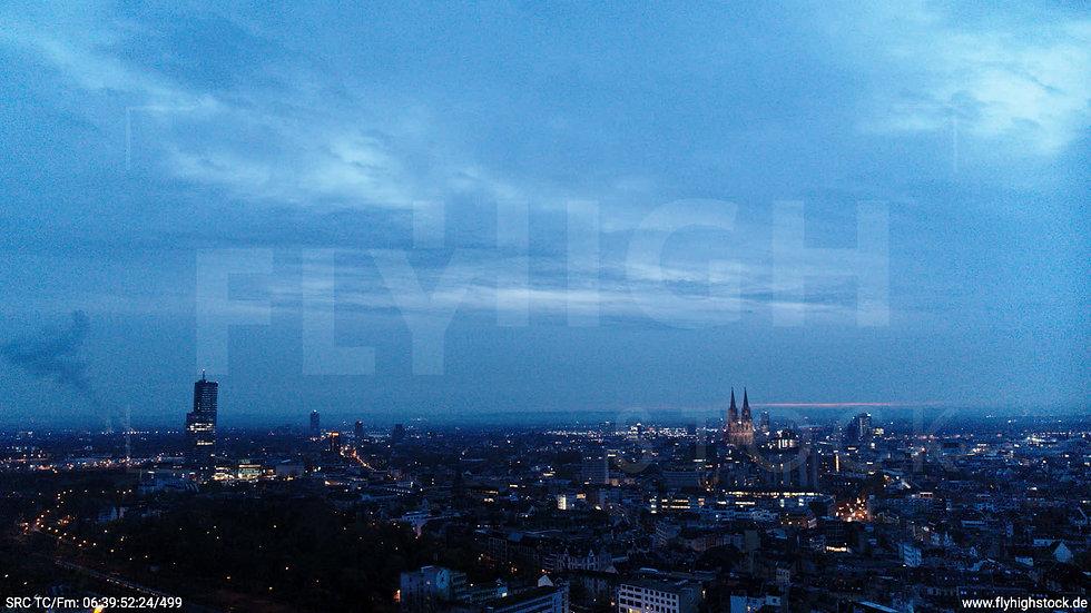 Köln Innerer Grüngürtel Dom Skyline Hub morgens 3