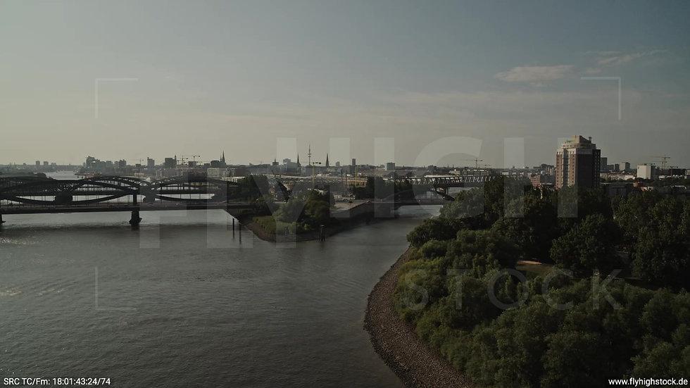 Hamburg Elbpark Billhorner Brückenstraße Rückflug nach oben tagsüber 2