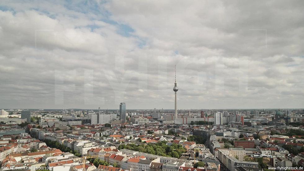 Berlin Volkspark am Weinberg Alexanderplatz Skyline Rückflug tagsüber