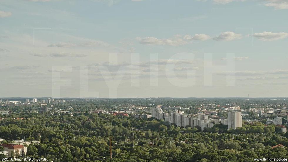 Berlin Treptower Park Stadtteil-Shot Zuflug nach unten tagsüber