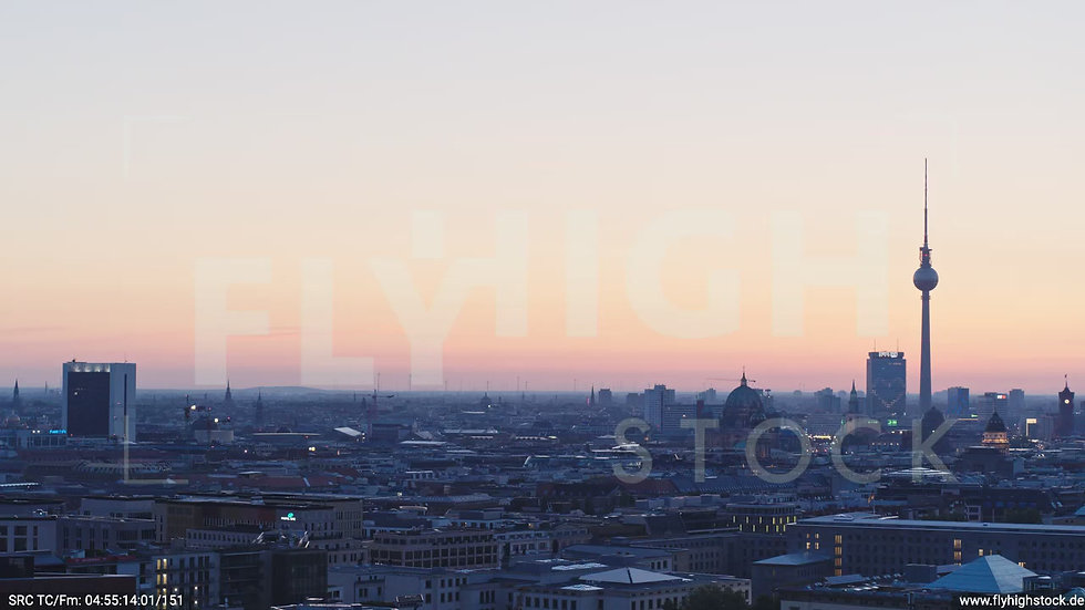 Berlin Potsdamer Platz Ost Skyline Parallelflug morgens D033_C012