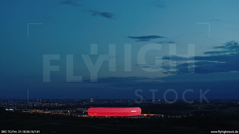 München Allianz Arena Skyline Rückflug abends 3