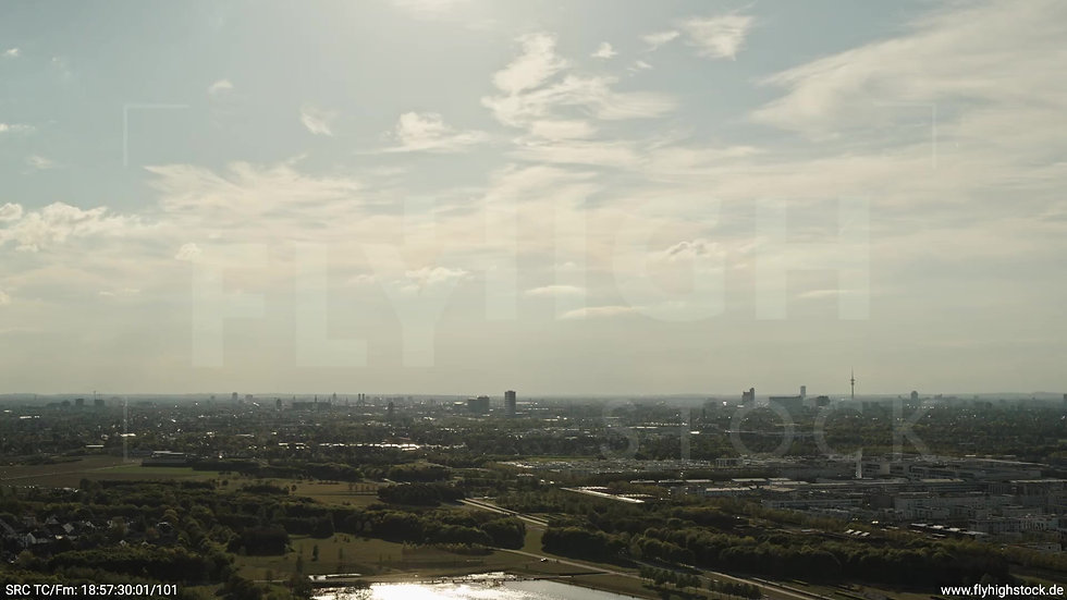 München Riemer Park Skyline Zuflug tagsüber 4