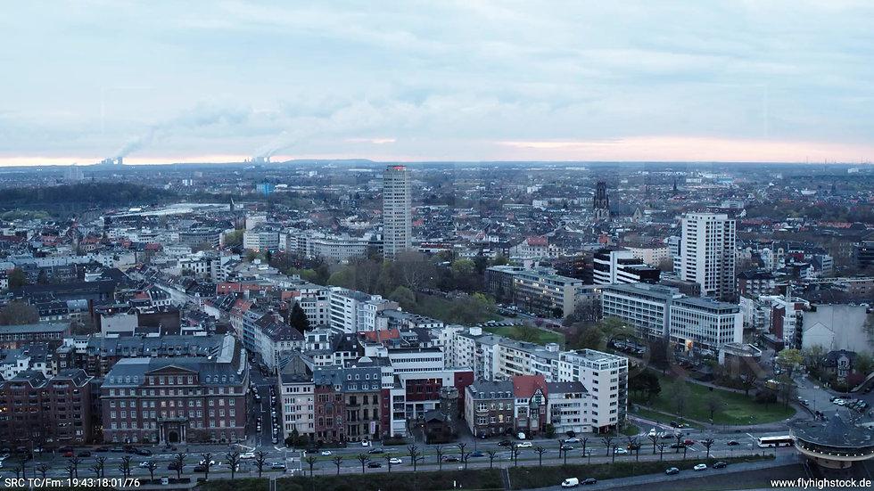 Köln Westufer Skyline Zuflug tagsüber 7
