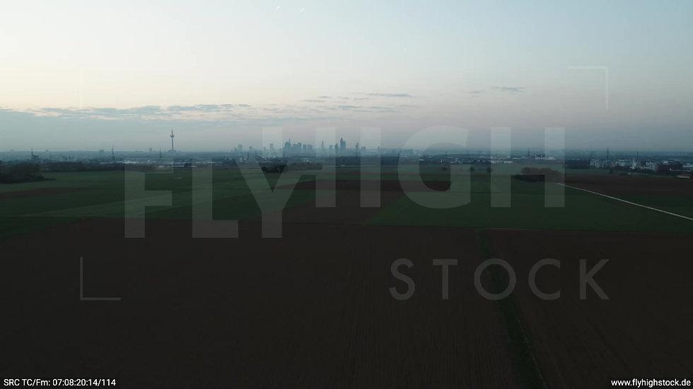 Frankfurt Skyline Parallelflug morgens 3